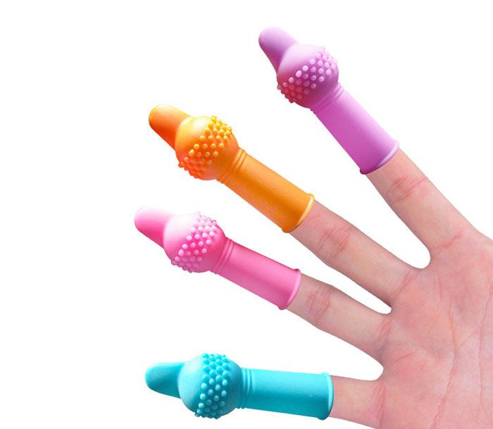 bao cao su ngón tay có gai 4 màu sắc