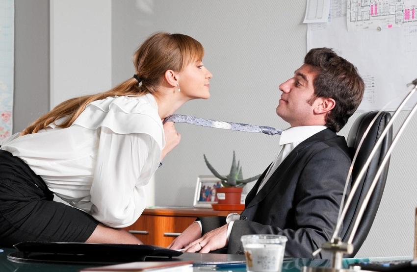 quan hệ trên bàn làm việc có thể làm được nhiều tư thế