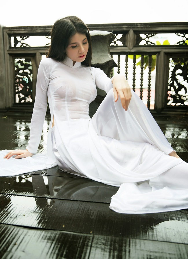 hot girl mac ao dai khoe nguc to